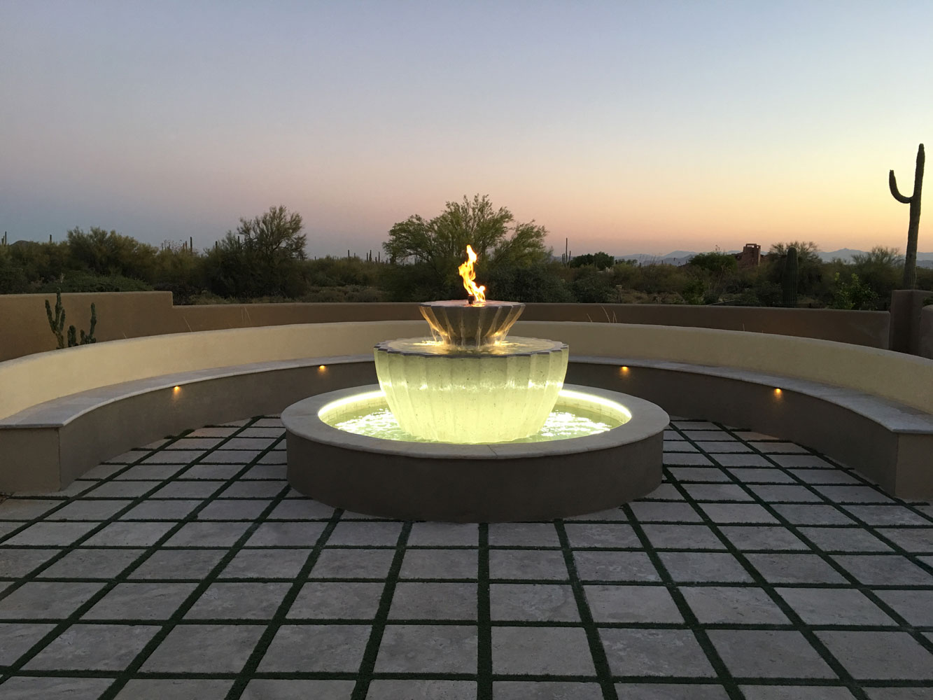 Illuminated Fountain With HYDROLUME®